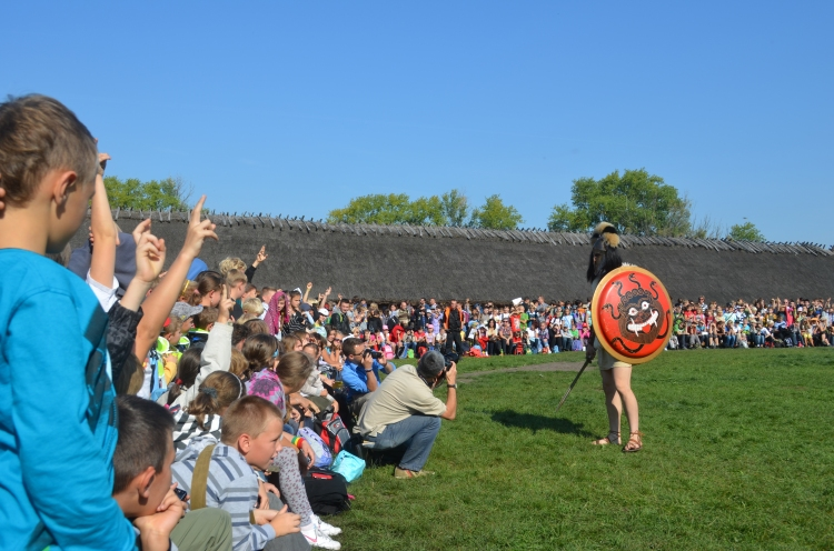 Kinaesthetic Activities with children in Biskupin Archaeological Festival, 2011 (photo Association of Historical Studies Koryvantes)