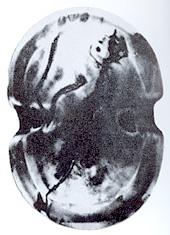 Μυκηναϊκό μετάλλιο με απεικόνιση ασπίδας Διπύλου. Image may be copyrighted