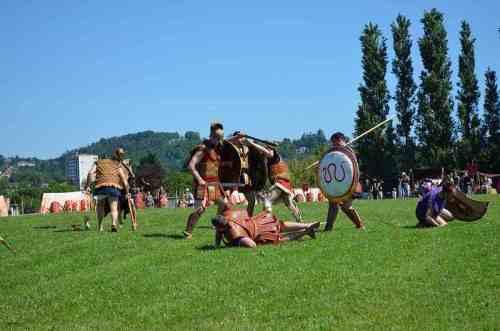 """Φωτογραφια: Αρχαιολογικο Φεστιβάλ """"Gallo-roman Days"""" 2012, Σκηνή ένοπλης σύγκρουσης . Σύλλογος Ιστορικών Μελετών ΚΟΡΥΒΑΝΤΕΣ"""