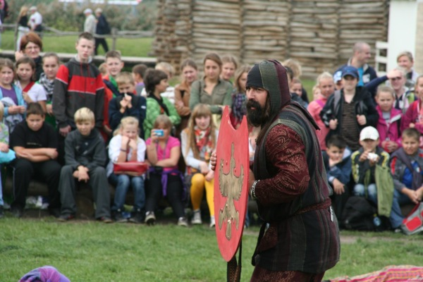 """Πέρσης Πεζός. Aρχαιολογικό Φεστιβάλ Biskupin 2011. Σύλλογος Ιστορικών Μελετών """"ΚΟΡΥΒΑΝΤΕΣ"""""""
