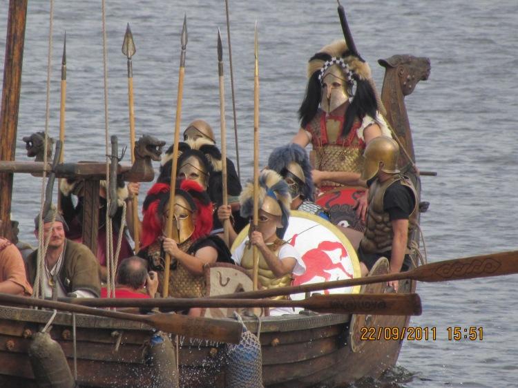 Σύγχρονη Αναπαράσταση Βαριά Οπλισμένων Αθηναίων Πεζοναυτών. Σύλλογος Ιστορικών Μελετών ΚΟΡΥΒΑΝΤΕΣ