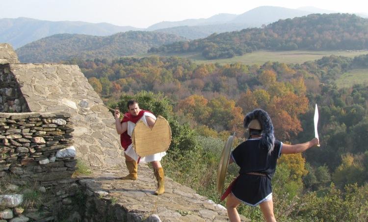 Σύγχρονη Αναπαράσταση μάχης Πελταστή και Οπλίτη. Συλλογος Ιστορικών Μελετών ΚΟΡΥΒΑΝΤΕΣ
