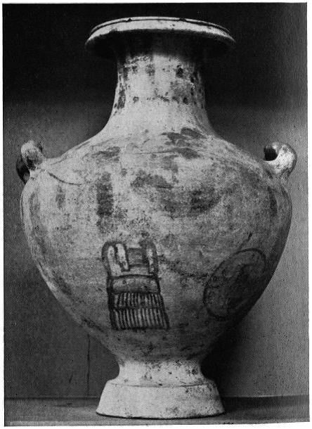 Τεφροδόχος Πολεμιστή της Πτολεμαϊκής Αιγύπτου. Διακρίνεται ο σύνθετος θώρακας και η μεγάλη ασπίδα Οπλιτικού τύπου γεγονός που ίσως υποδηλώνει ότι άνηκε στο σώμα των Υπασπιστών. Πηγή φωτογραφίας: Notes on Supplementary Plates CCXLVIII-CCLI, Greece & Rome, Vol. 13, No. 2 (Oct., 1966), p264. Image may be copyrighted.